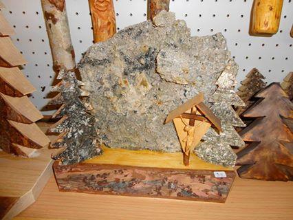 Quarz mit 2Bäumchen und Holzkreuz 27cm-23cm VP €39,-