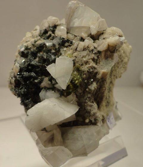 Titanit mit Calcit und Adular aus dem Felbertal 209g  7cm hoch, 7,5cm breit, 5cm tief VP €130,-