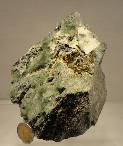 Amiant mit Sphen und Adular aus dem Felbertal 1825g   14cm hoch/ 14cm breit/ 9cm tief VP €45,-